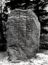 Runestenen ved Ravnkilde.