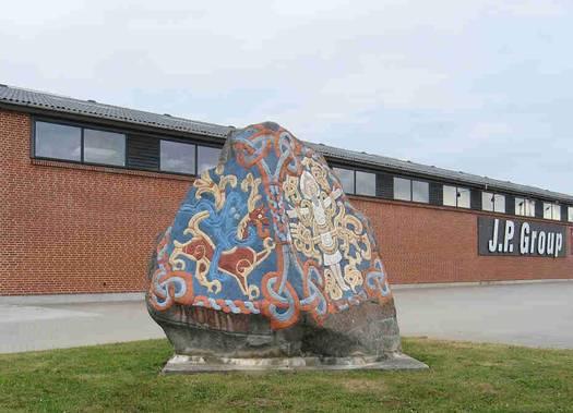 Kopi af Harald Blåtands runesten på Vognmagervej i Viborg. Foto: Anne Pedersen.