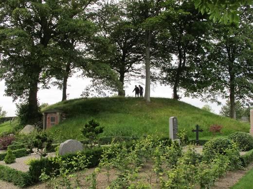 Højen på Ravnkilde kirkegård