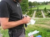 Der skrives oplysninger om jordprøven fra Jelling uden på posen.
